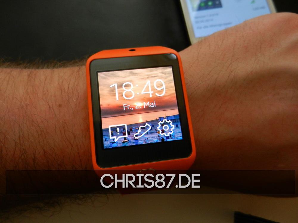 Samsung Gear 2 Neo mit angepasstem Hintergrundbild