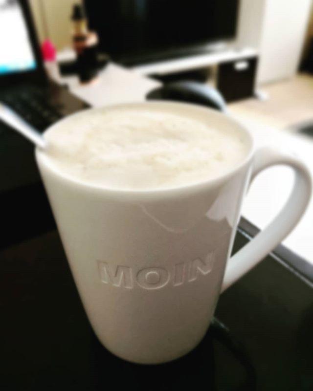 Einen wunderschönen Guten Morgen zusammen. Und das sogar mit der Moin Tasse von @freudinge.de