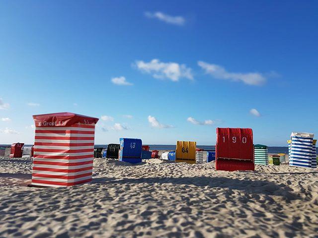 Heute möchte ich euch einmal eins meiner absoluten Lieblingsbilder zeigen.Aufgenommen im Sommer am Borkumer Südstrand zeigt es für mich eine ganz besondere Ruhe und auch gleichzeitig warum der Südstrand letztes Jahr Deutschlands schönster Strand geworden ist. #nordsee #borkum #meinborkum #ostfriesland #ostfriesischeinseln #borkumaktuell #sommer #insel #strand #lifeisbetteratthebeach
