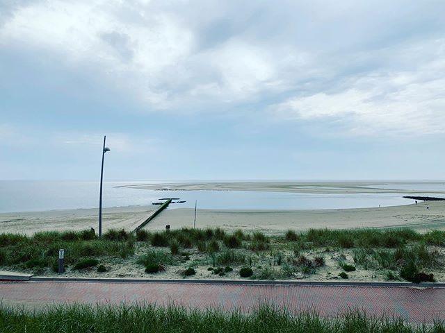 Noch ist das angekündigte Unwetter nicht da, hoffen wir also Mal das es vorbeizieht. #nordsee #borkum #meinborkum #ostfriesland #ostfriesischeinseln #borkumaktuell #sommer #insel #strand #lifeisbetteratthebeach