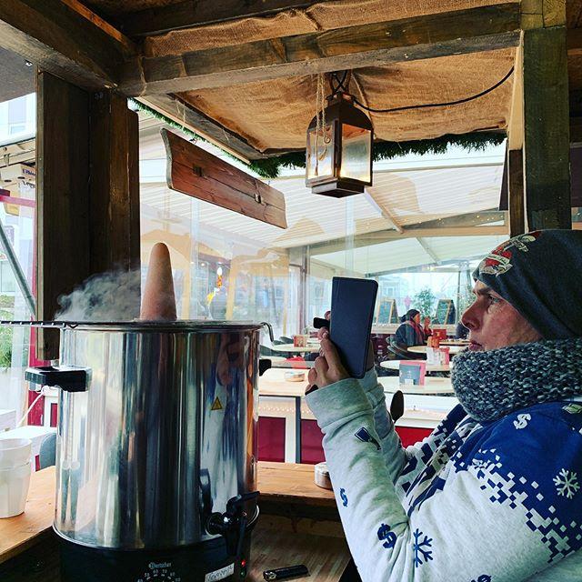 Sanddorn Salon, die 1.5te 2020 - Frauen die in Flammen starren